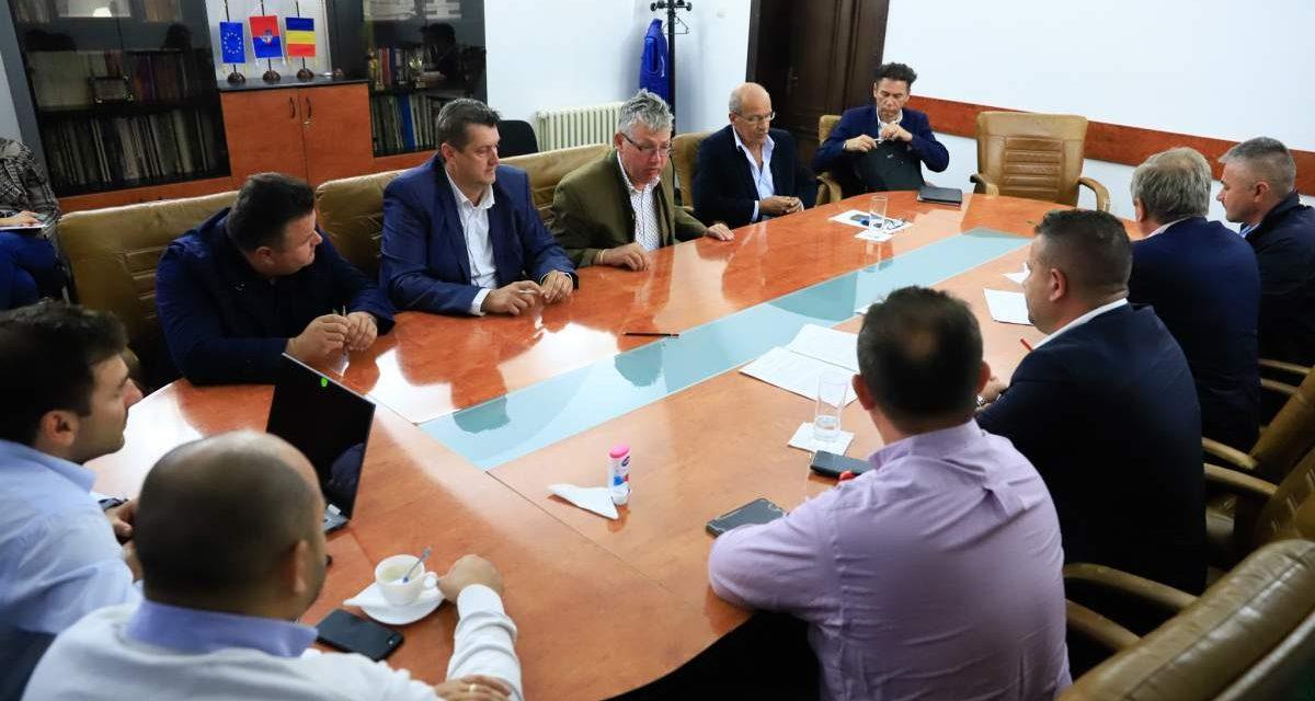 S-au semnat contractele pentru realizarea bazinelor din Salonta și Beiuș