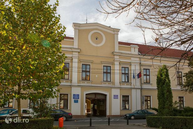 Peste 500 de angajaţi din subordinea Consiliului Județean Bihor, trimişi în şomaj tehnic